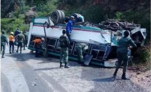 Autobús que trasladaba a milicianos para acto político del chavismo se volcó en Trujillo