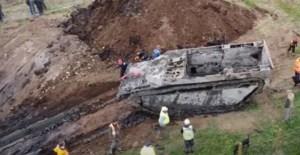 Le dieron una pista y la siguió: Así un granjero encontró un tanque de guerra enterrado en un campo