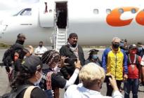 En FOTOS: Steven Seagal se lanzó un paseo con todo pago por Canaima gracias al chavismo