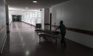 Personal de salud aseguró que más del 50% de los hospitales de Caracas están sin agua