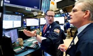 Wall Street comienza la semana mixto y el Dow Jones sube 0,85 %