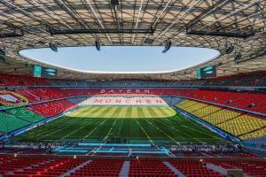 Múnich carga contra la Uefa por prohibir iluminar con el arcoíris Lgbti el estadio Allianz Arena