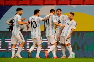 Argentina se metió en cuartos de final tras superar a Paraguay