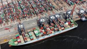 La industria naviera mundial acuerda acciones sobre la descarbonización y la digitalización del comercio