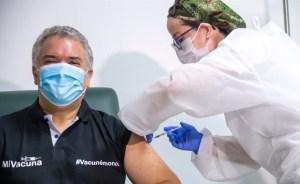 Iván Duque recibió la primera dosis de la vacuna contra el Covid-19 (Imágenes)