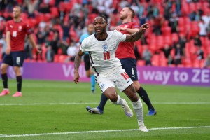 Inglaterra clasificó como primera del grupo D tras vencer a República Checa