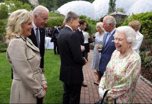 "Biden invita a la Casa Blanca a la reina Isabel: ""Me ha recordado a mi madre"""