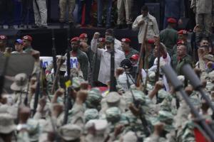Unete: Sindicatos proponen el retiro de los militares de las empresas del Estado