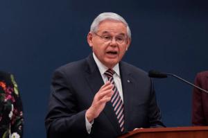 Bob Menéndez: Sanciones de Biden son advertencia contra abusos en Cuba