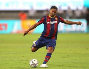 EN VIDEOS: Así fue el show de Ronaldinho en el Clásico de leyendas del Real Madrid y Barcelona