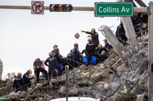 Asciende a 97 el número de víctimas mortales identificadas tras el derrumbe en Miami
