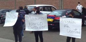 Venezolanos en Perú protestan contra la posible llegada de una delegación del régimen de Maduro (FOTO)