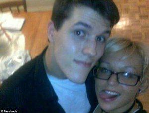 """Hombre en EEUU utilizó un software artificial para tener """"chats"""" en línea con su novia muerta"""
