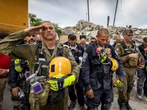 Así fue el tributo a las víctimas del Champlain Towers tras dos semanas de la catástrofe en Miami