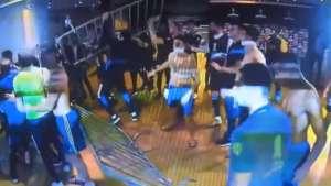 Escándalo en Brasil: Se registró enfrentamiento entre jugadores de Boca Juniors y la policía (Videos)