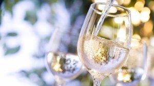 ¿Es aconsejable tomar alcohol al vacunarse contra el Covid-19?