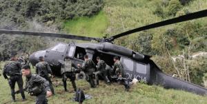 Helicóptero de la Policía colombiana sufrió un percance en pleno vuelo (Video)