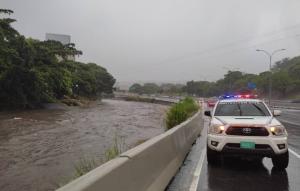 En VIDEO: Río Guaire a punto de desbordarse por fuertes lluvias en Caracas
