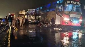 Al menos 18 muertos tras la colisión de un camión contra un autobús en India