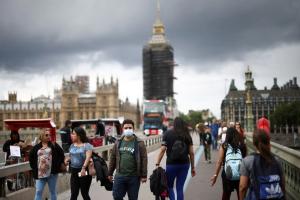 La estrategia de Reino Unido para convivir con variantes hipercontagiosas sin frenar la economía