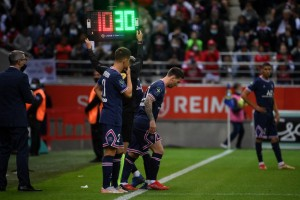 Lo que faltaba: En medio de la tormenta en el PSG, Messi se lesiona y Pochettino abre paso a un nueve once