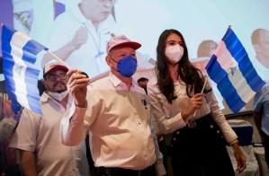 Opositores nicaragüenses inscriben a exguerrillero y ex reina de belleza paralas próximas elecciones presidenciales