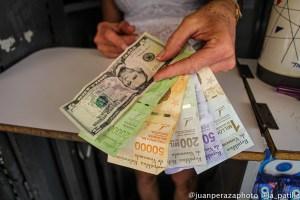 Economistas explican por qué los precios del dólar no se disparan en Venezuela