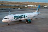 Un pasajero se tornó violento durante un vuelo y la tripulación lo ató con cinta adhesiva (VIDEO)
