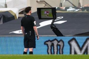 Premier League anunció dos cambios en uso del VAR para terminar con las polémicas