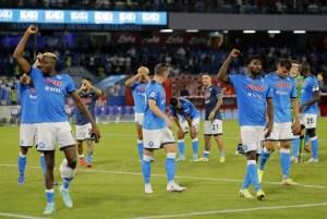 Napoli goleó al Udinese y se situó al frente de la Serie A