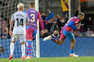 Araujo salvó el empate para un Barcelona que certificó su crisis