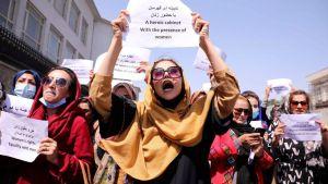 """""""Deberán permanecer en casa"""": Indignación contra los talibanes por impedir a las niñas regresar al colegio"""