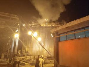 Bomberos tratan de controlar incendio en tanque de Pequiven en Carabobo (Fotos)