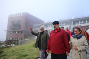 Maduro paseó hasta el Humboldt, donde montó una reunión VIP del Psuv (Video)