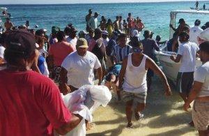 Tripulantes y pasajeros se lanzaron al agua al estallar el motor del Don Rafa Junior