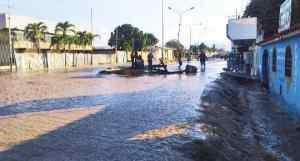 ¡EMERGENCIA! Colapso de tubería matriz inunda calles y viviendas en El Tocuyo (FOTOS)