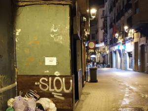 Un joven genera caos en España al amenazar con un cuchillo a varias personas