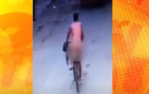 ¡Como llegó al mundo! Un hombre desnudo se robó una bicicleta en Perú para huir del esposo de su amante (VIDEO)